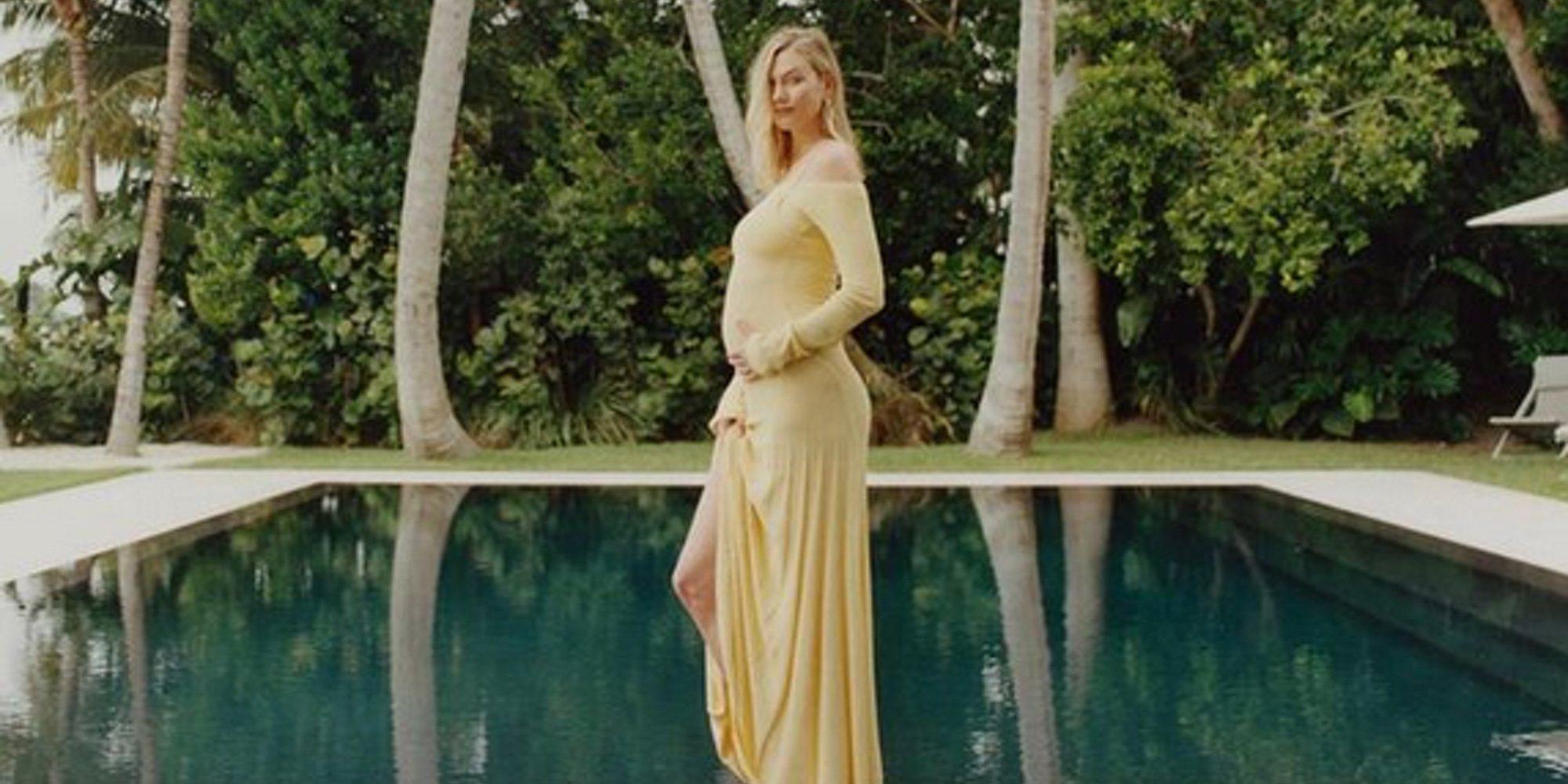 Karlie Kloss presume de embarazo en bikini