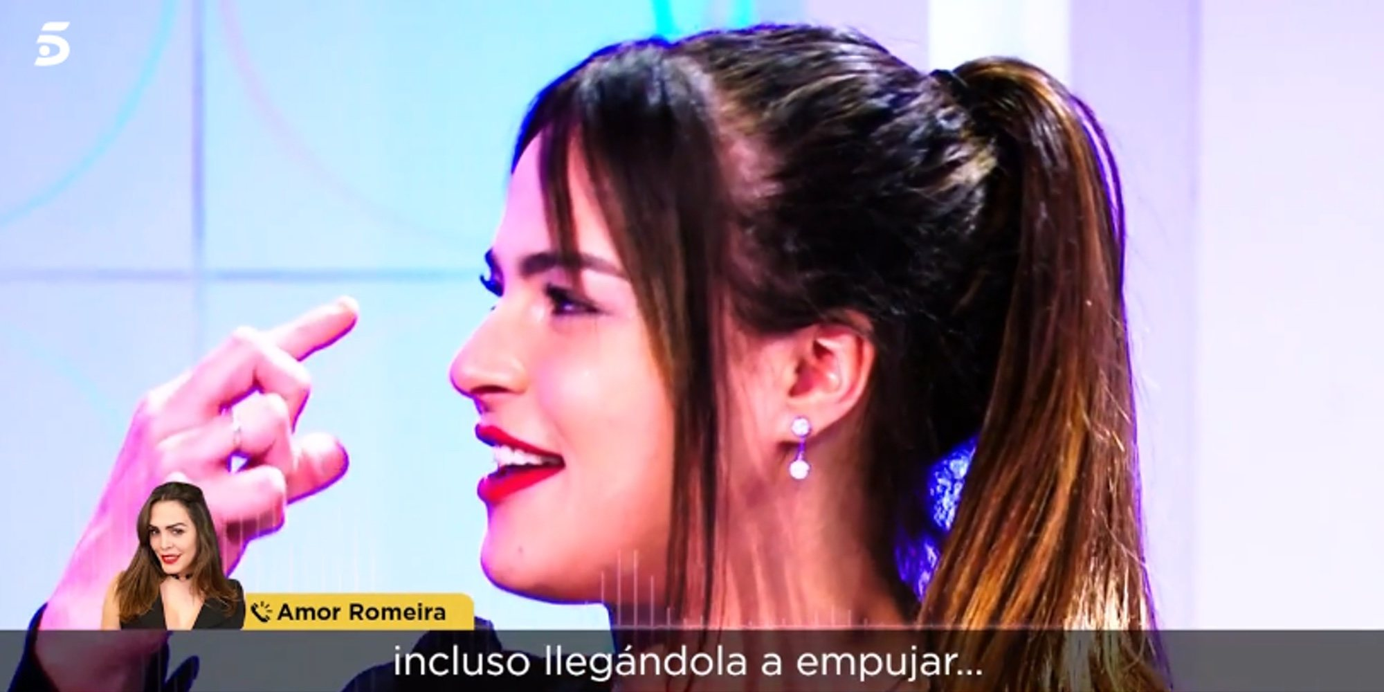 La pelea de Marta Peñate y Adara Molinero entre empujones e insultos en el centro de Madrid