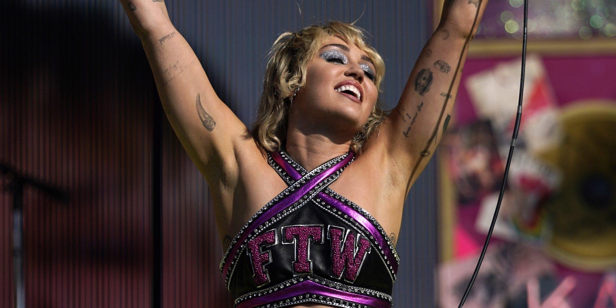 """Miley Cyrus abre su corazón durante su concierto en la Super Bowl 2021: """"Por todos los que nos hemos sentido rotos"""""""