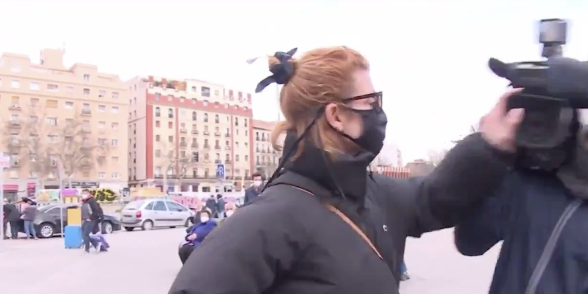 La agresiva actitud de Najwa Nimri con los reporteros a su llegada a Madrid tras los Goya 2021