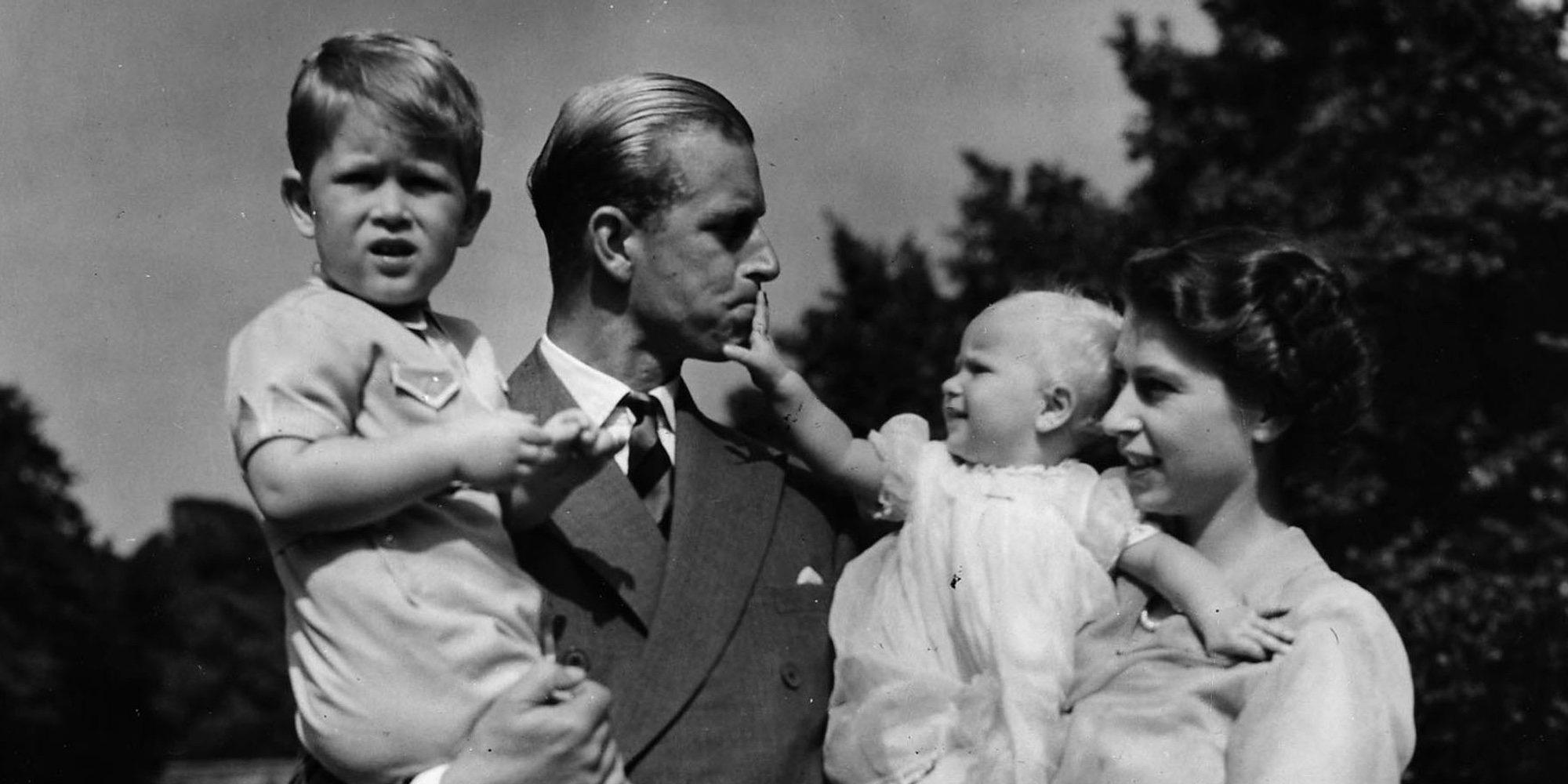 """El Príncipe Carlos despide a su padre el Duque de Edimburgo entre palabras de orgullo y cariño: """"Era muy especial"""""""