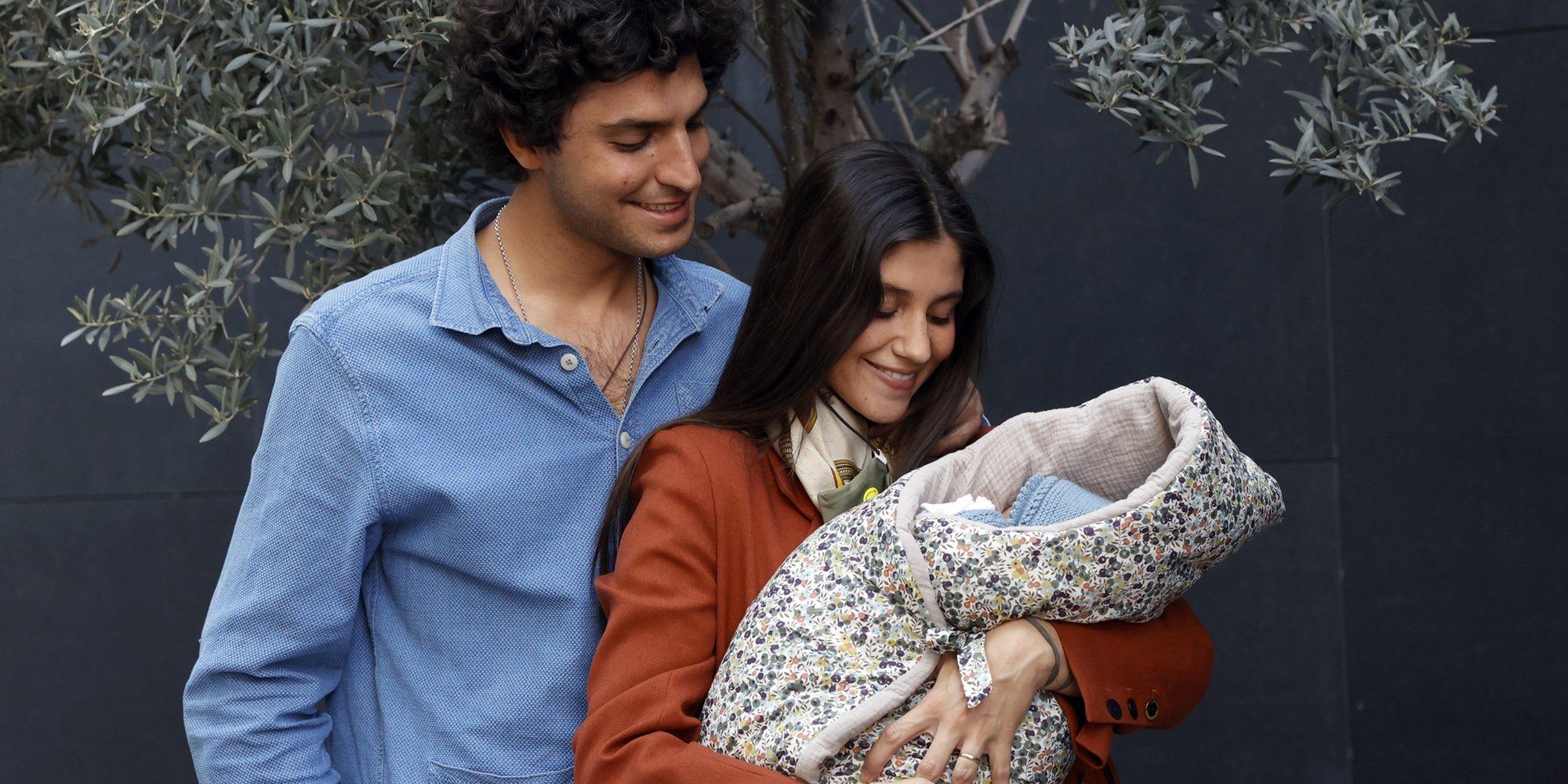 María García de Jaime y Tomás Páramo se llevan a su hija Catalina a casa tras su ingreso