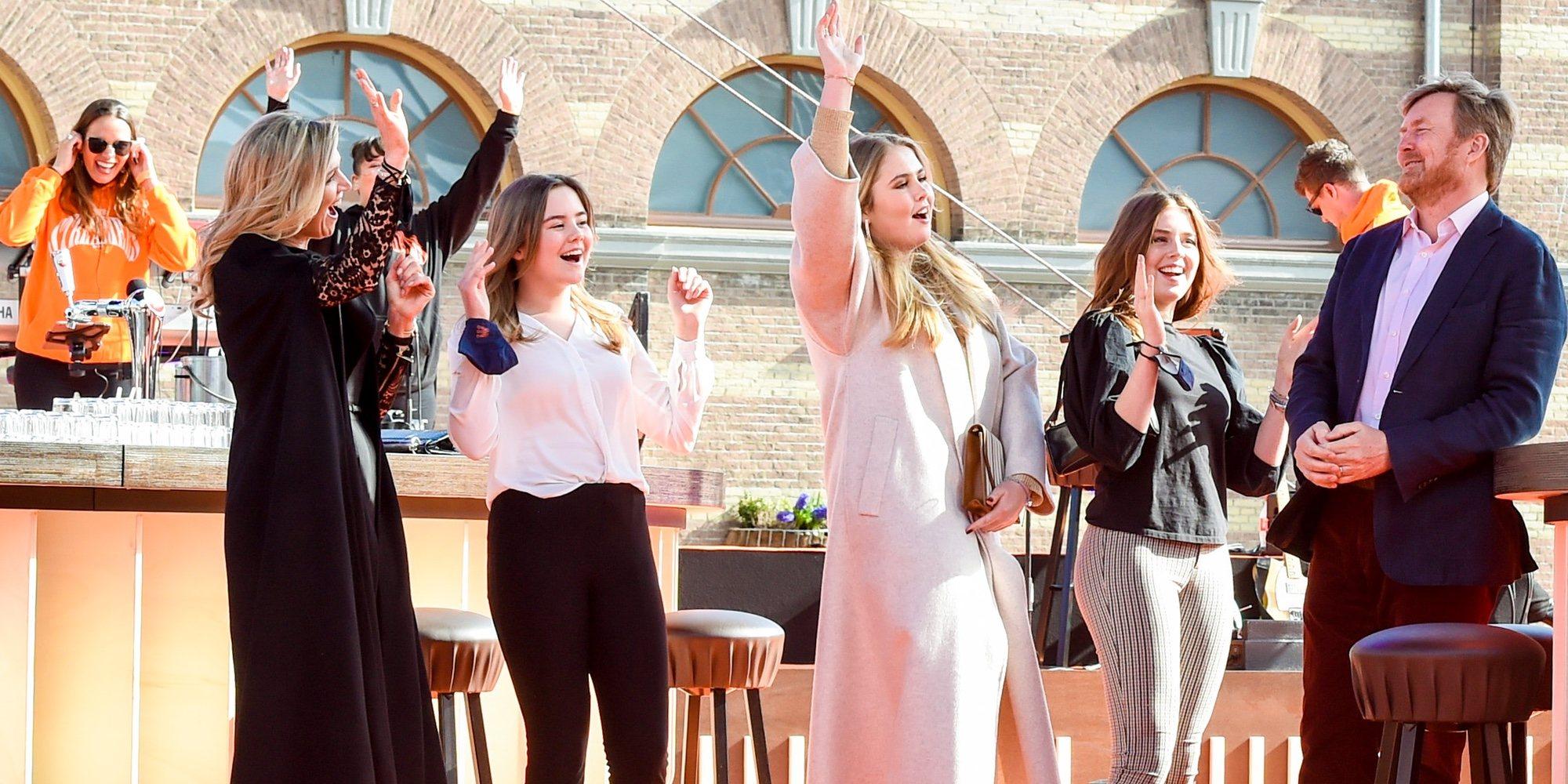 Los Reyes de Holanda y sus hijas se vienen arriba junto a Duncan Laurence en el concierto del Día del Rey 2021
