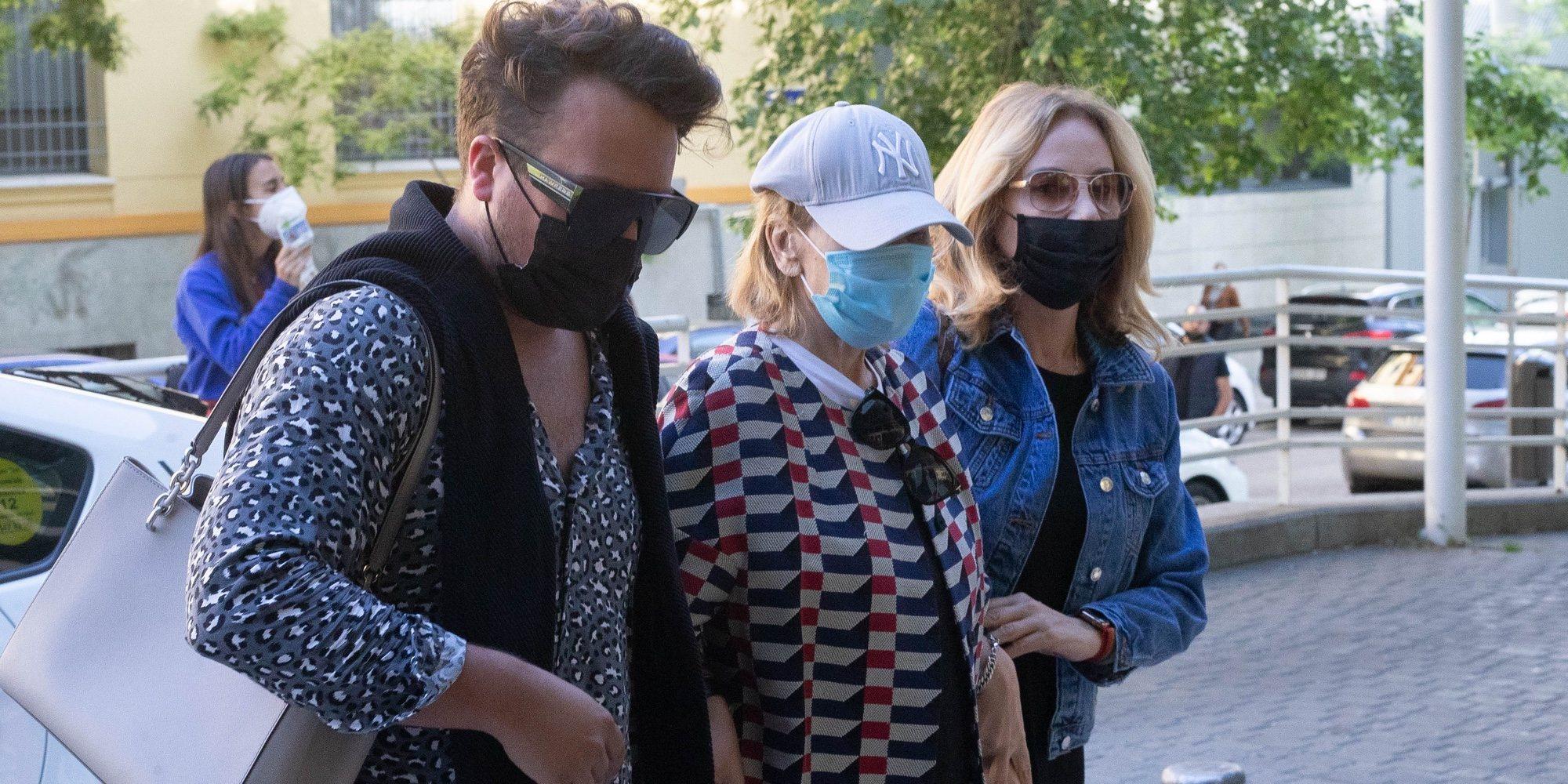 Mila Ximénez vuelve al hospital para una revisión con Belén Rodríguez como su gran apoyo