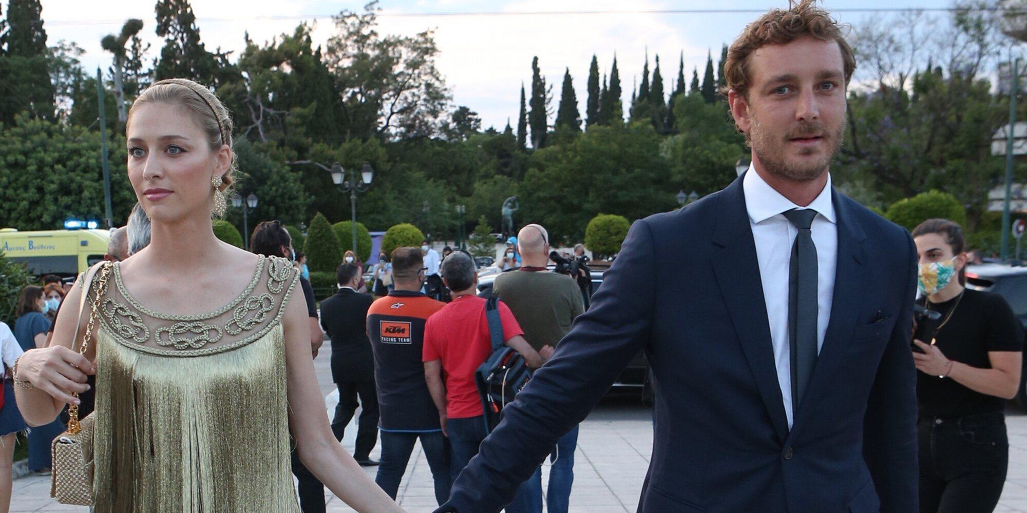 Beatrice Borromeo deslumbra al más puro estilo ateniense de la mano de Pierre Casiraghi en un desfile de Dior