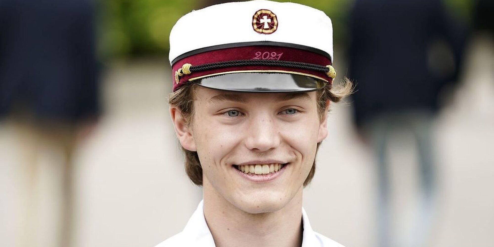 Félix de Dinamarca celebra su graduación con la alegría del regreso de Joaquín de Dinamarca desde París
