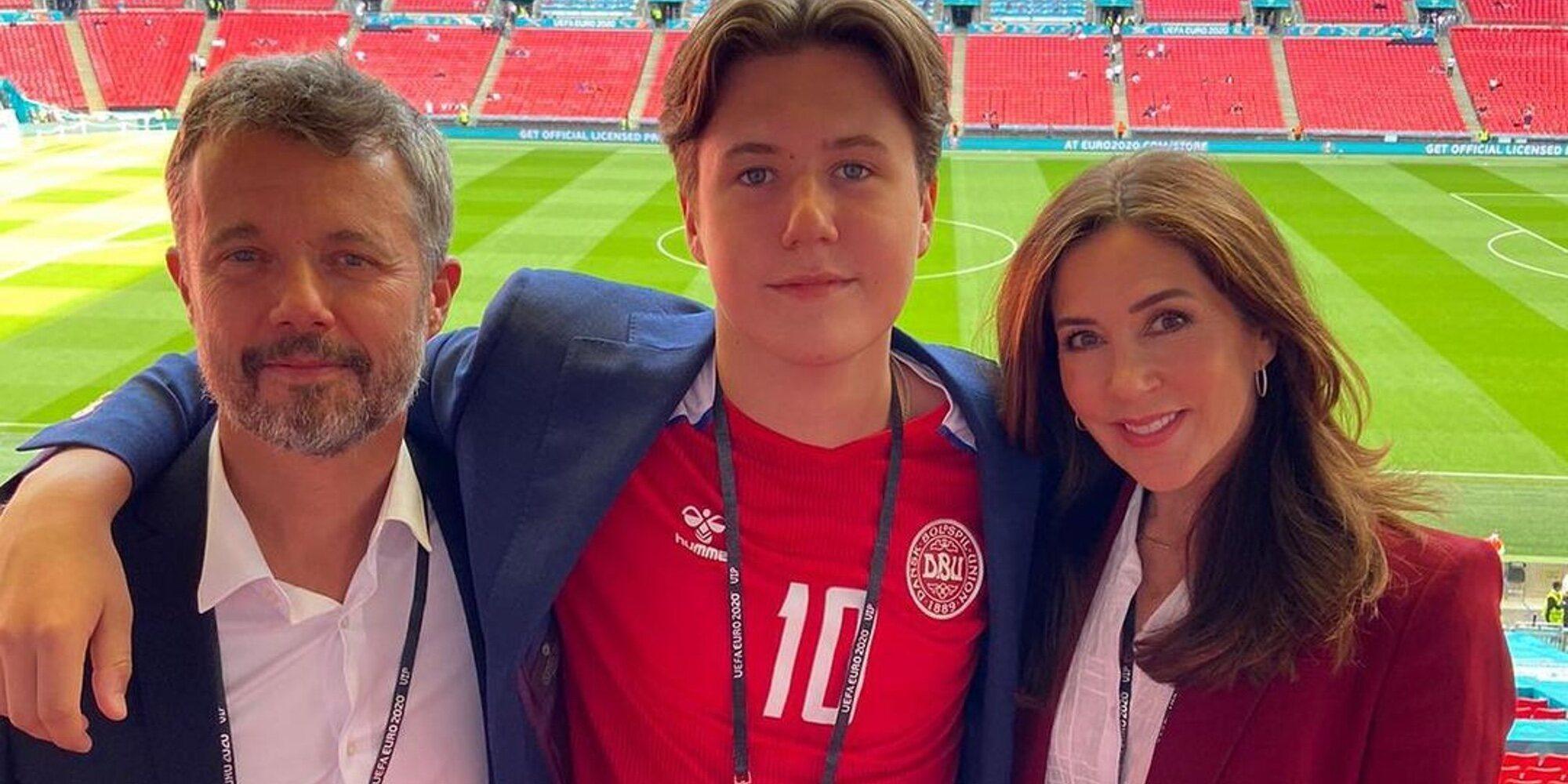 El buen perder de Federico y Mary de Dinamarca y su hijo Christian tras la derrota de Dinamarca en la Eurocopa 2020