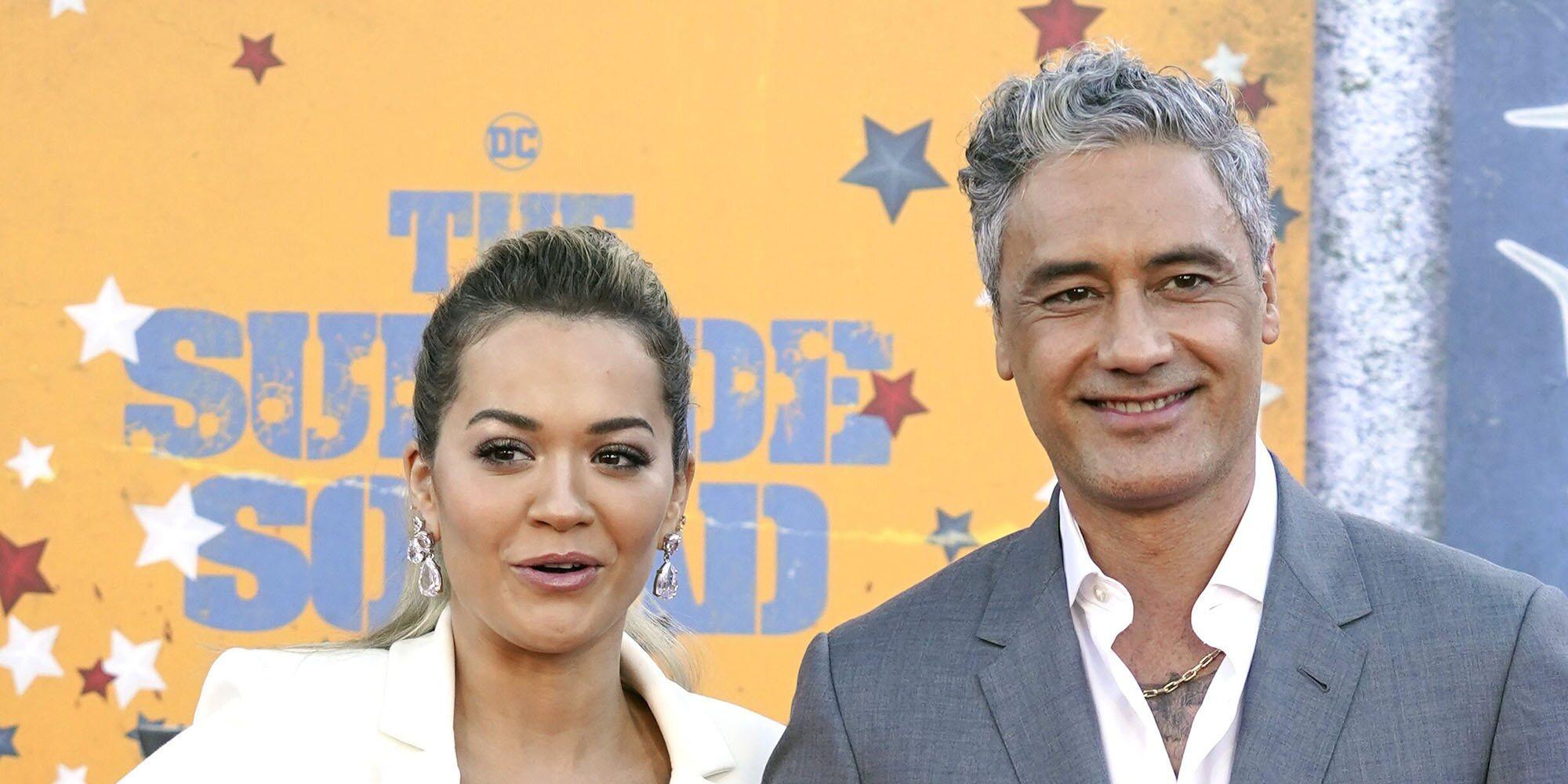 Rita Ora y Taika Waititi posan como pareja por primera vez en el estreno de 'El escuadrón suicida'