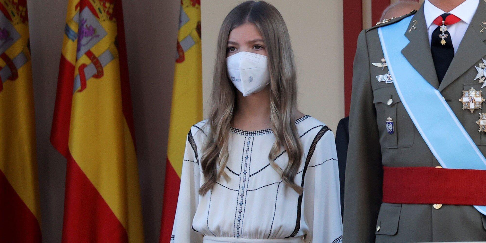 La Infanta Sofía 'cubre' la ausencia de la Princesa Leonor en el Día de la Hispanidad 2021: sin estandarte pero con posición