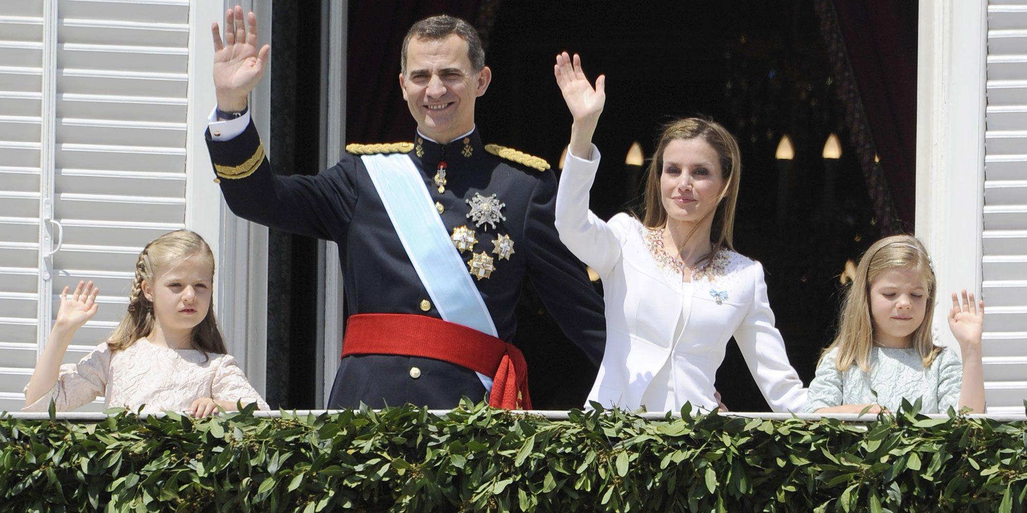 Así ha sido la proclamación del Rey Felipe VI: De la imposición del fajín al saludo desde el Palacio Real