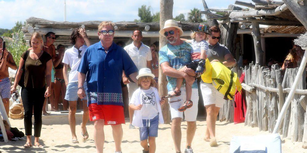 Elton John y David Furnish disfrutan de unas apasionantes vacaciones por St. Tropez