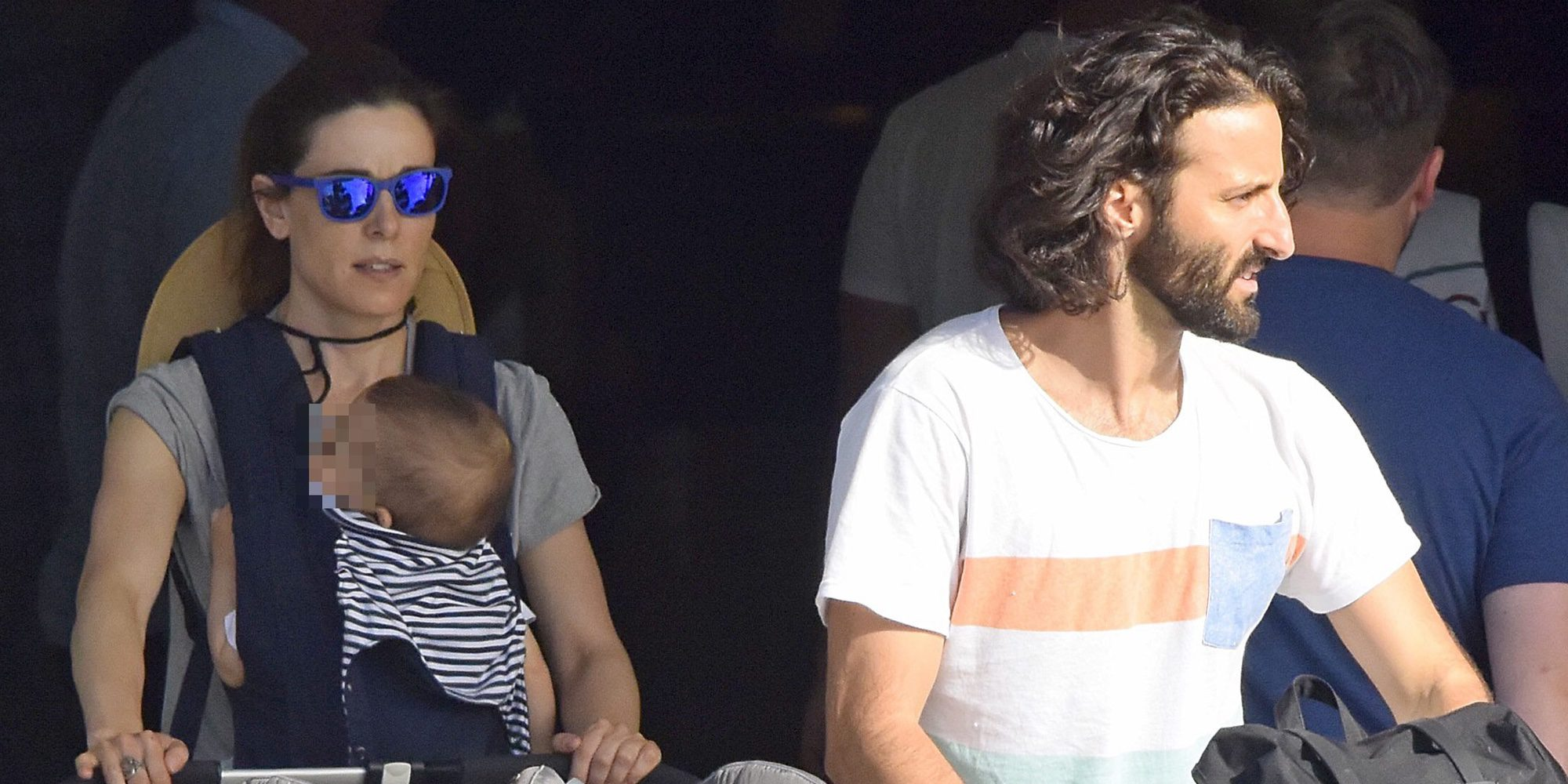 Vacaciones en familia: Raquel Sánchez Silva y Matías Dumont enseñan a sus mellizos Sotogrande