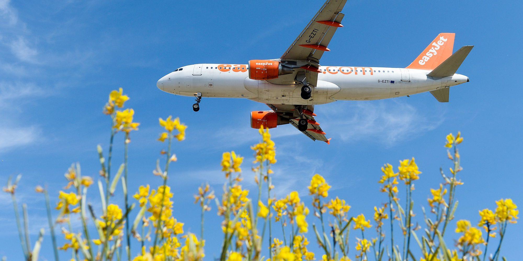 Un vuelo de Easyjet se retrasa por la discusión de dos miembros de la tripulación por el agua mineral