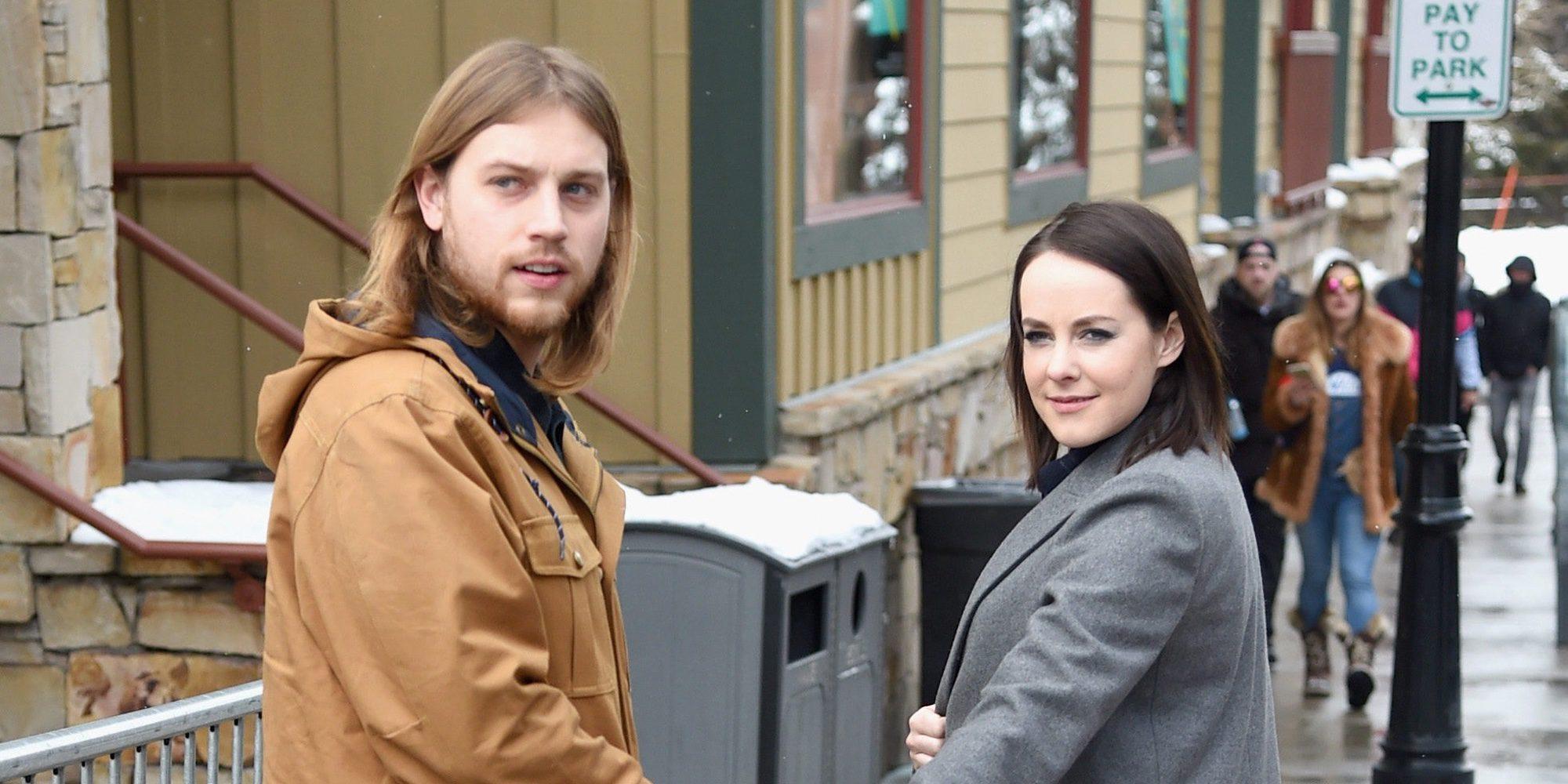 Jena Malone presume de anillo tras comprometerse con Ethan DeLorenzo