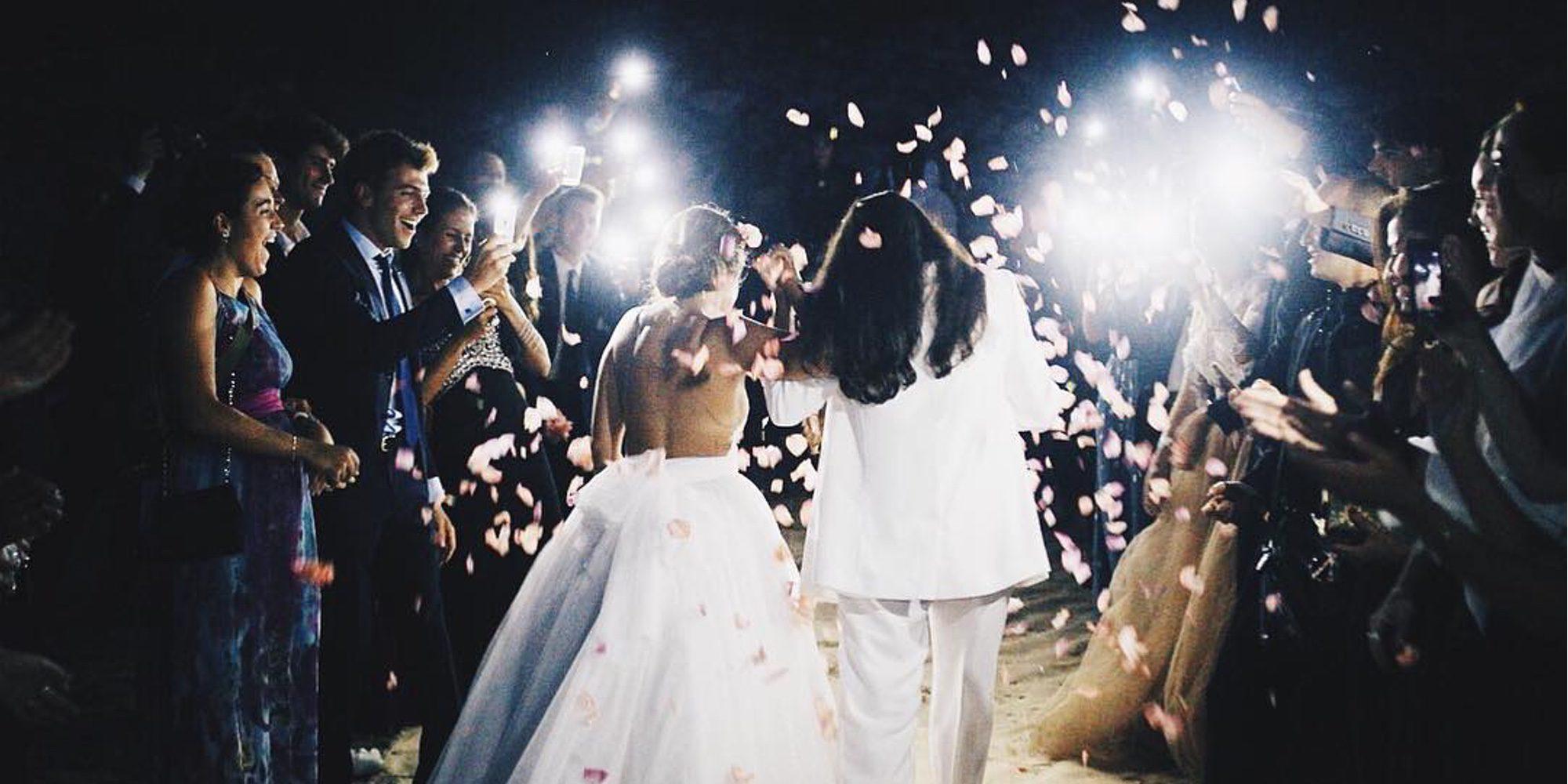 Dulceida y su novia Alba se han dado el 'sí, quiero' en una romántica boda frente al mar