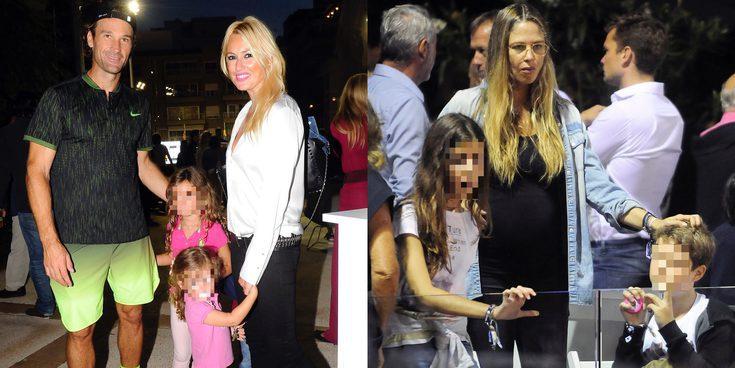 Carolina Cerezuela y Martina Klein junto a sus hijos, apoyan a Carlos Moyá y Álex Corretja desde la grada