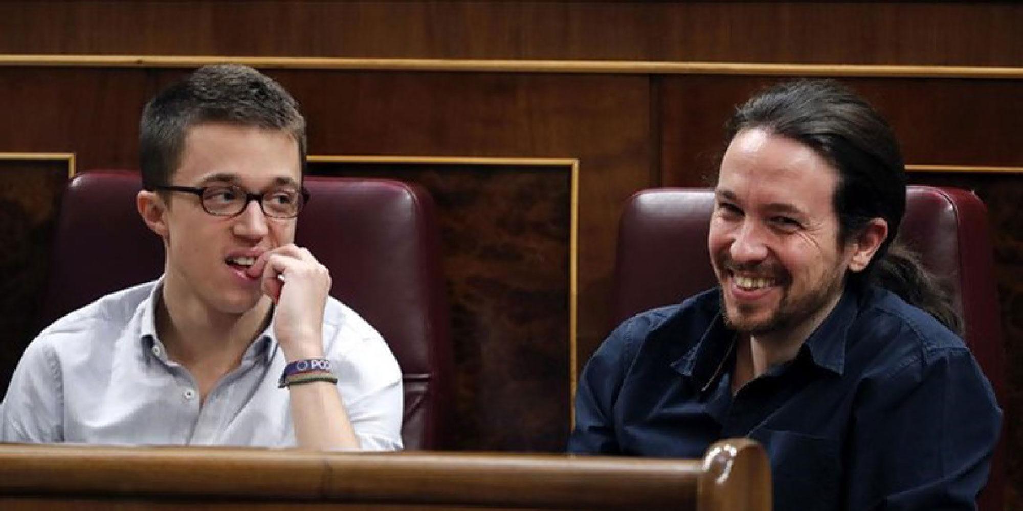 Pablo Iglesias planta un beso a Íñigo Errejón en pleno directo a lo Iker Casillas y Sara Carbonero
