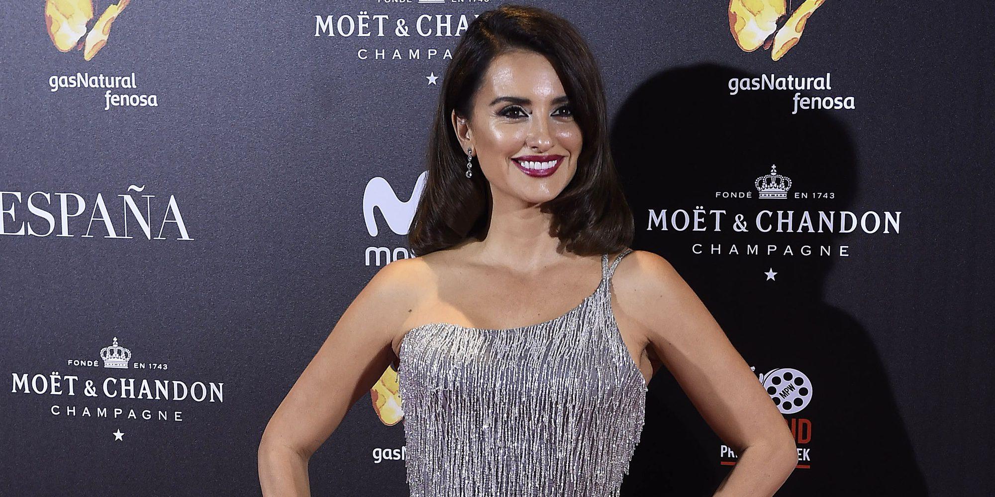 Penélope Cruz deslumbra en Madrid como la estrella de la premiere de 'La Reina de España'