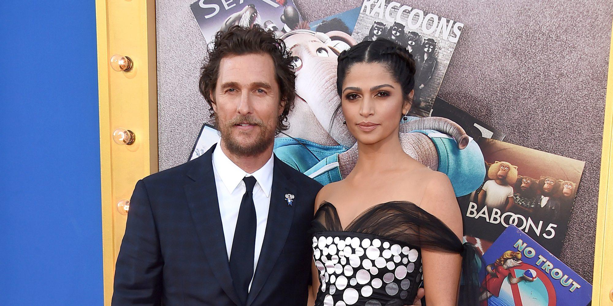 Matthew McConaughey y Camila Alves pasean su amor por la alfombra roja de la premiere de 'Sing'