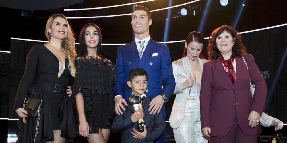 Cristiano Ronaldo presenta oficialmente a Georgina Rodríguez con beso 'casto' incluido