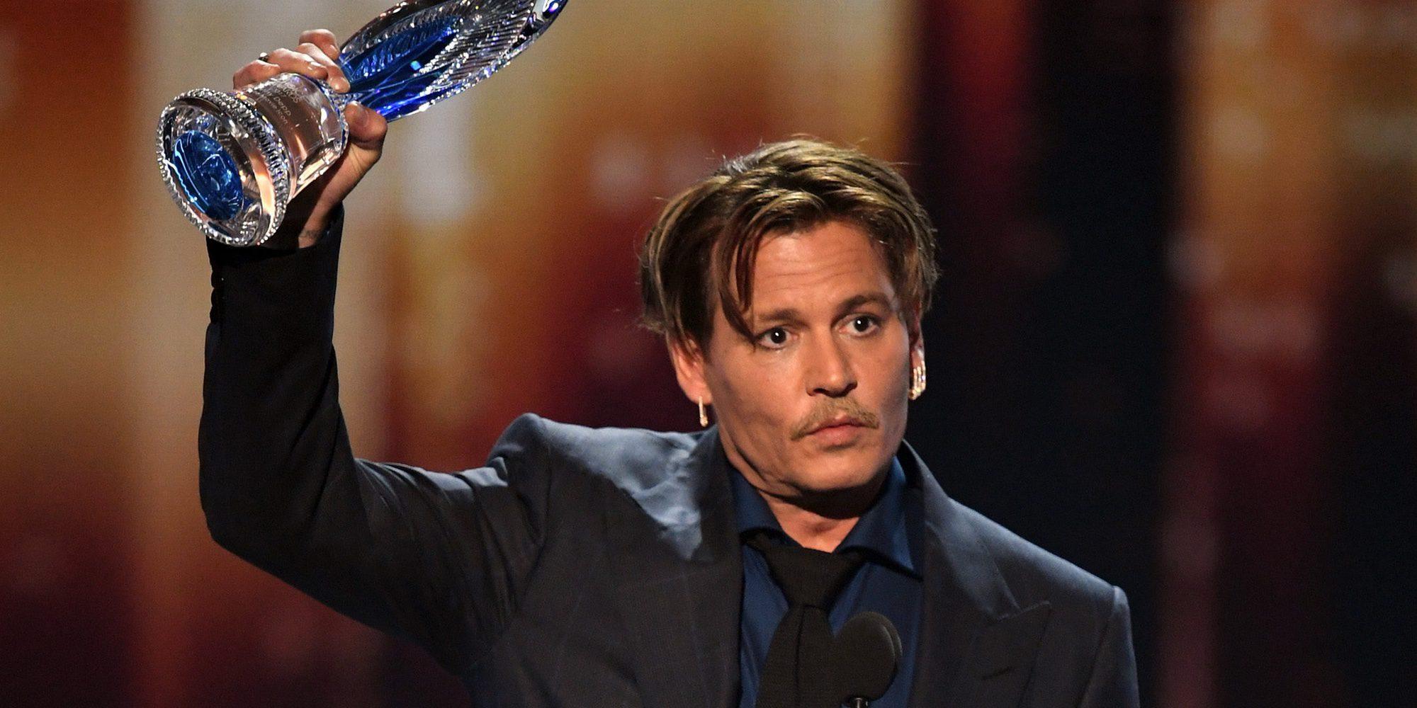 Johnny Depp agradece el apoyo recibido en su duro divorcio de Amber Heard en los People's Choice Awards 2017