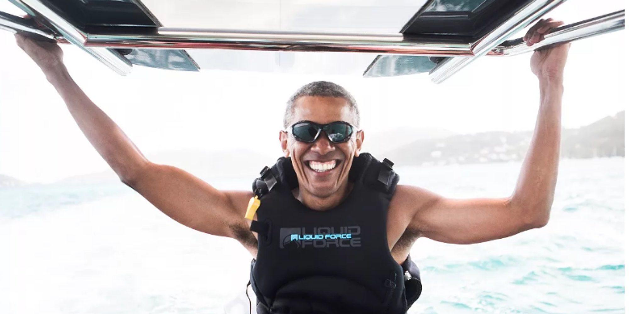 Barack Obama se divierte con su amigo Richard Branson practicando deportes acuáticos
