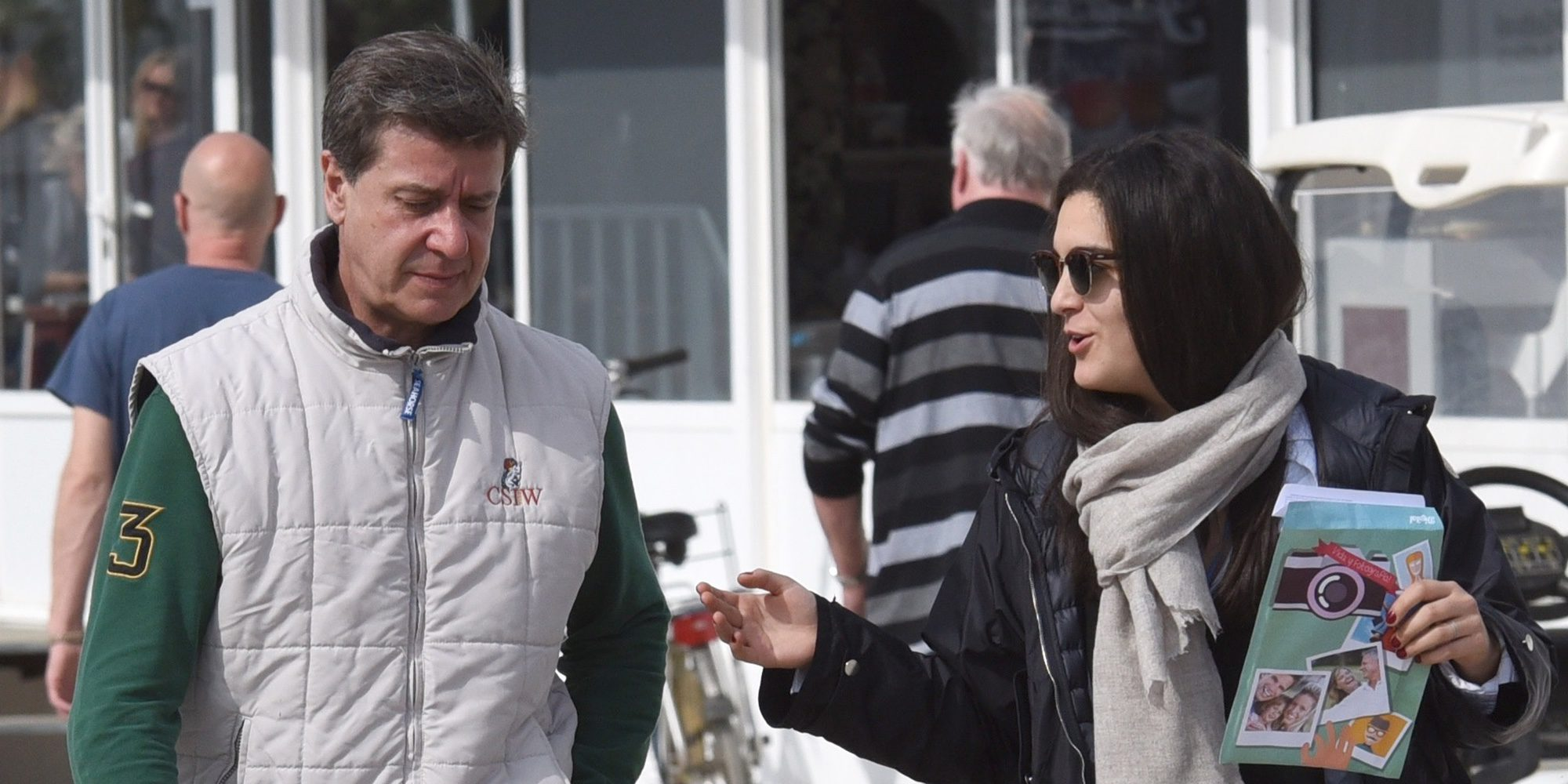 Cayetano Martínez de Irujo, todo amor con su novia Bárbara Mirján en un concurso hípico