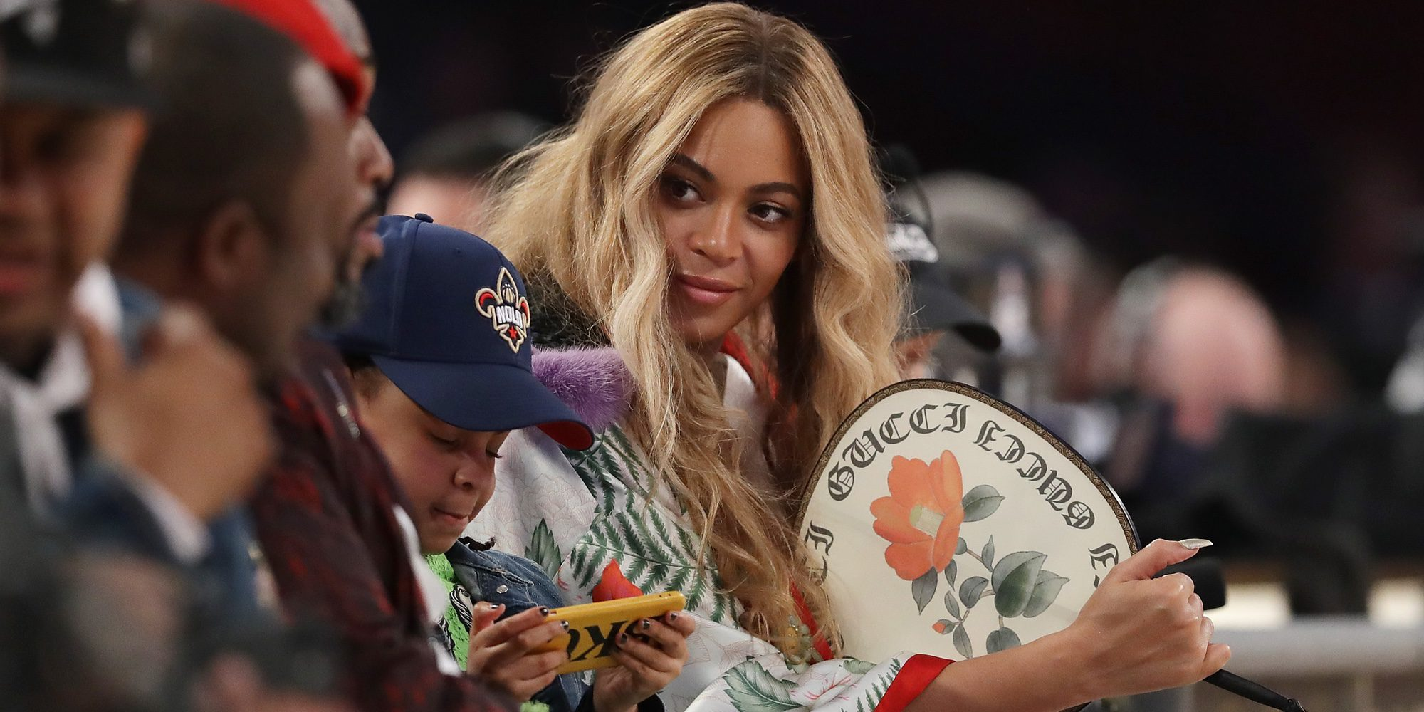 Beyoncé vuelve a lucir barriguita en una divertida sesión de fotos