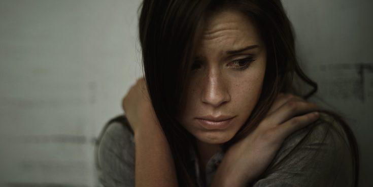 Un padre viola a su hija lesbiana de 16 años para enseñarle que 'es mejor estar con hombres'