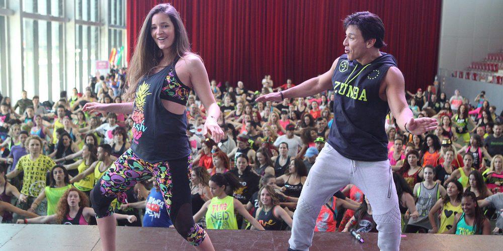 Malena Costa luce barriguita de embarazada a ritmo de Zumba