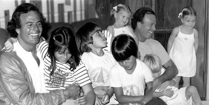 Hermanísimos Iglesias: así son y así se llevan los 8 hijos de Julio Iglesias