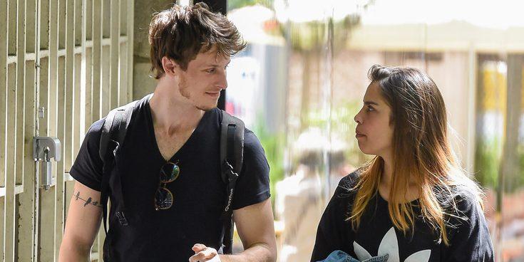 Nicolás Coronado celebra con su novia Ainara Aristegui la recuperación de José Coronado y su vuelta a la tele