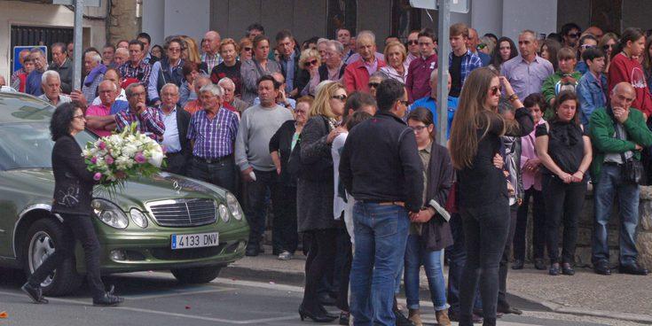 Multitudinario funeral de Gonzalo Basurto, el niño fallecido en el circuito Fernando Alonso