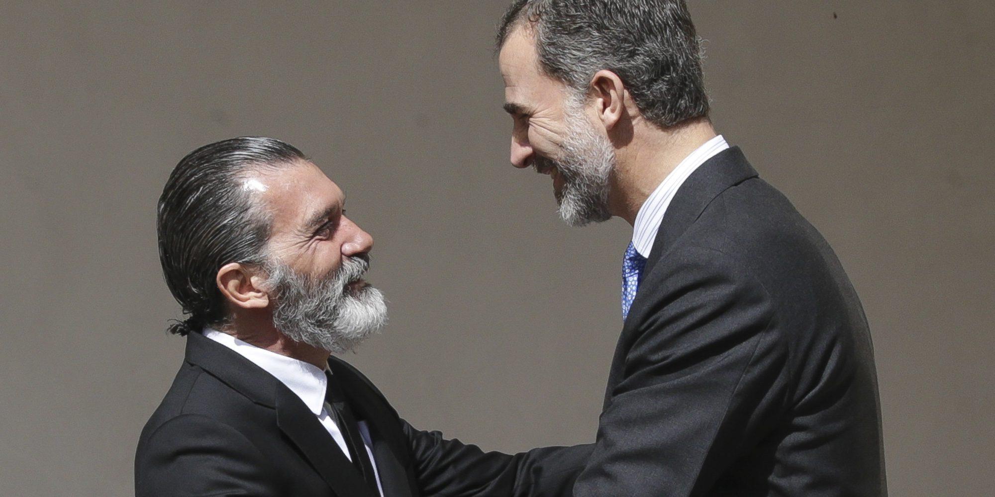 Antonio Banderas recibe el galardón Camino Real de la mano del Rey Felipe
