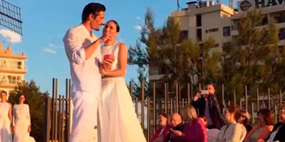 Felipe López sorprende a Mireia Canalda con una pedida de mano inolvidable en la pasarela Adlib de Ibiza