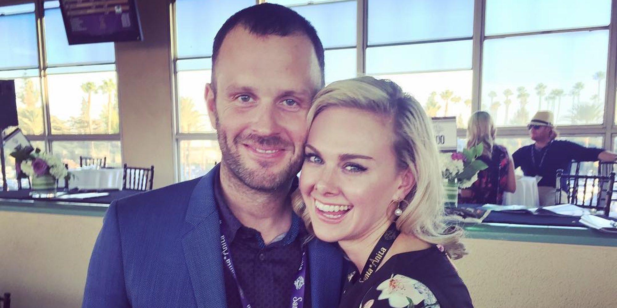 Laura Bell y Thom Hinkle se dan el 'sí quiero' en una boda en la hípica