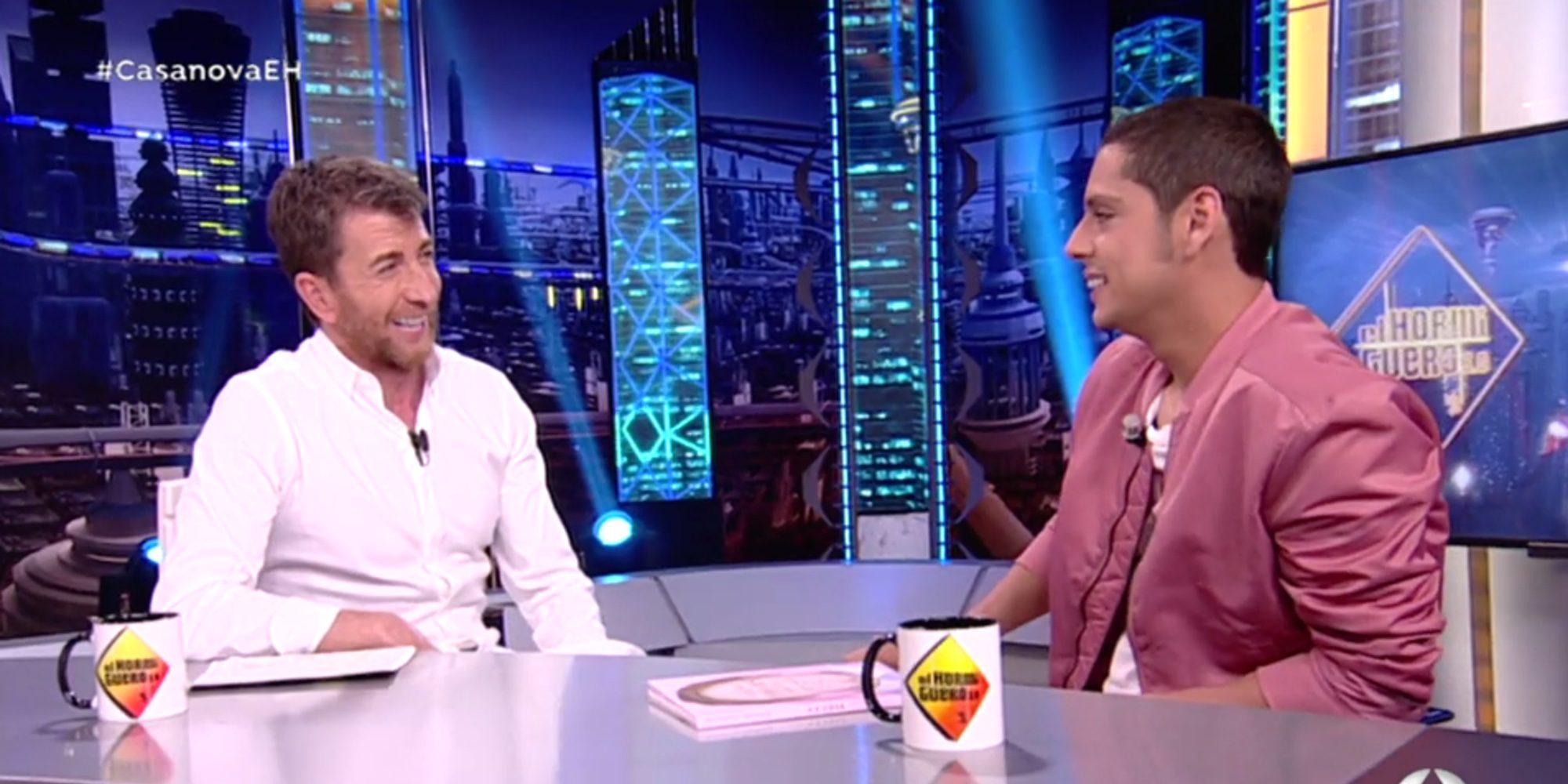 Eduardo Casanova confunde a Carmen Machi con Esperanza Aguirre durante un juego de 'El Hormiguero'
