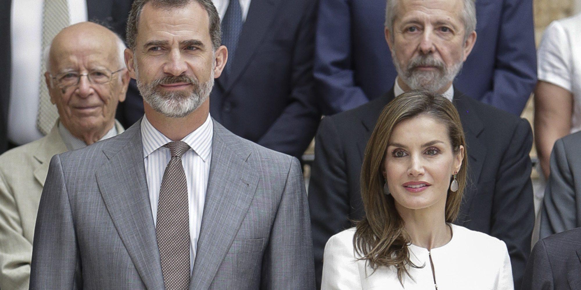 Los Reyes Felipe y Letizia celebran tres años de reinado rodeados de arte y niños en el Museo del Prado