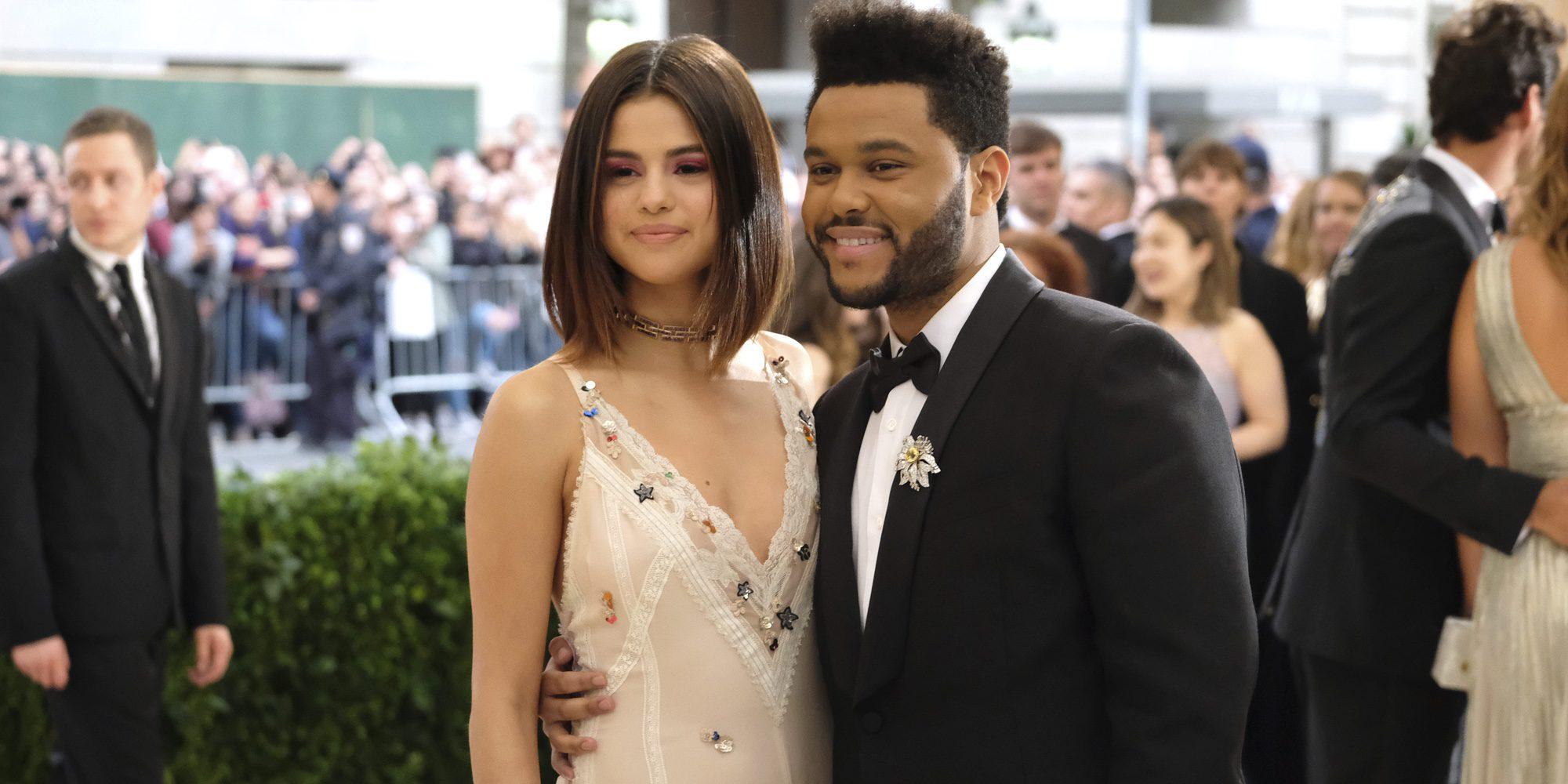 """Selena Gomez habla sobre por qué hizo pública su historia de amor con The Weekend: """"Era muy duro ocultarse"""""""