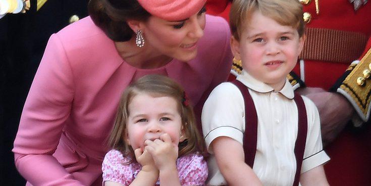 Los Príncipes Jorge y Carlota de Cambridge asisten al homenaje a su abuela Diana de Gales
