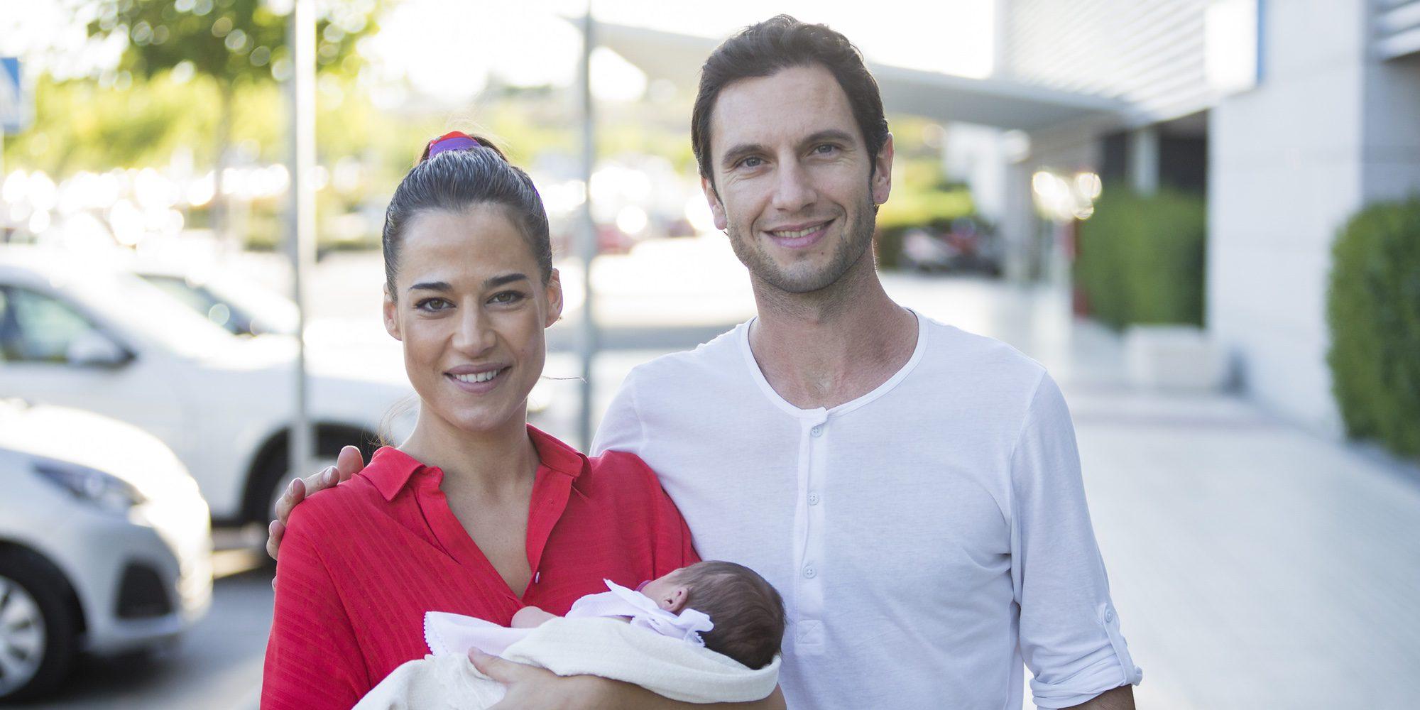 Ana Bono y su novio Gabriel Funes presentan a su hija Anita