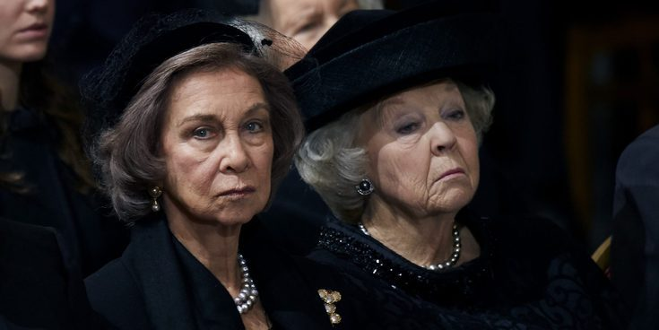 El día en el que la Reina Sofía, Beatriz de Holanda y Ana María de Grecia se rieron de la 'joroba' de Pilar Eyre