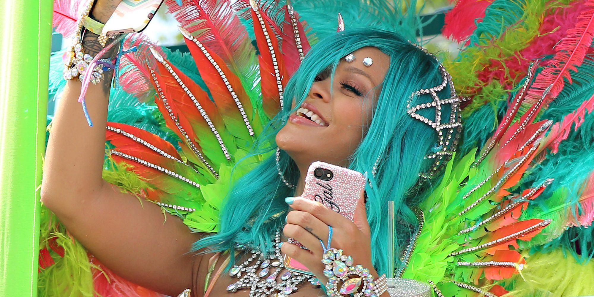 Rihanna sube la temperatura con un traje de joyas en el Carnaval de Barbados