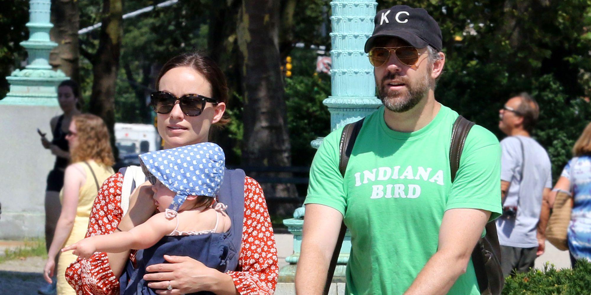 Olivia Wilde y Jason Sudeikis, una familia feliz con sus hijos Otis y Daisy en el parque
