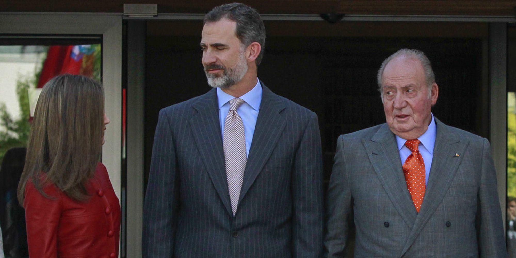 La Familia Real Española, entre desprecios, brazos musculosos y un viaje muy especial