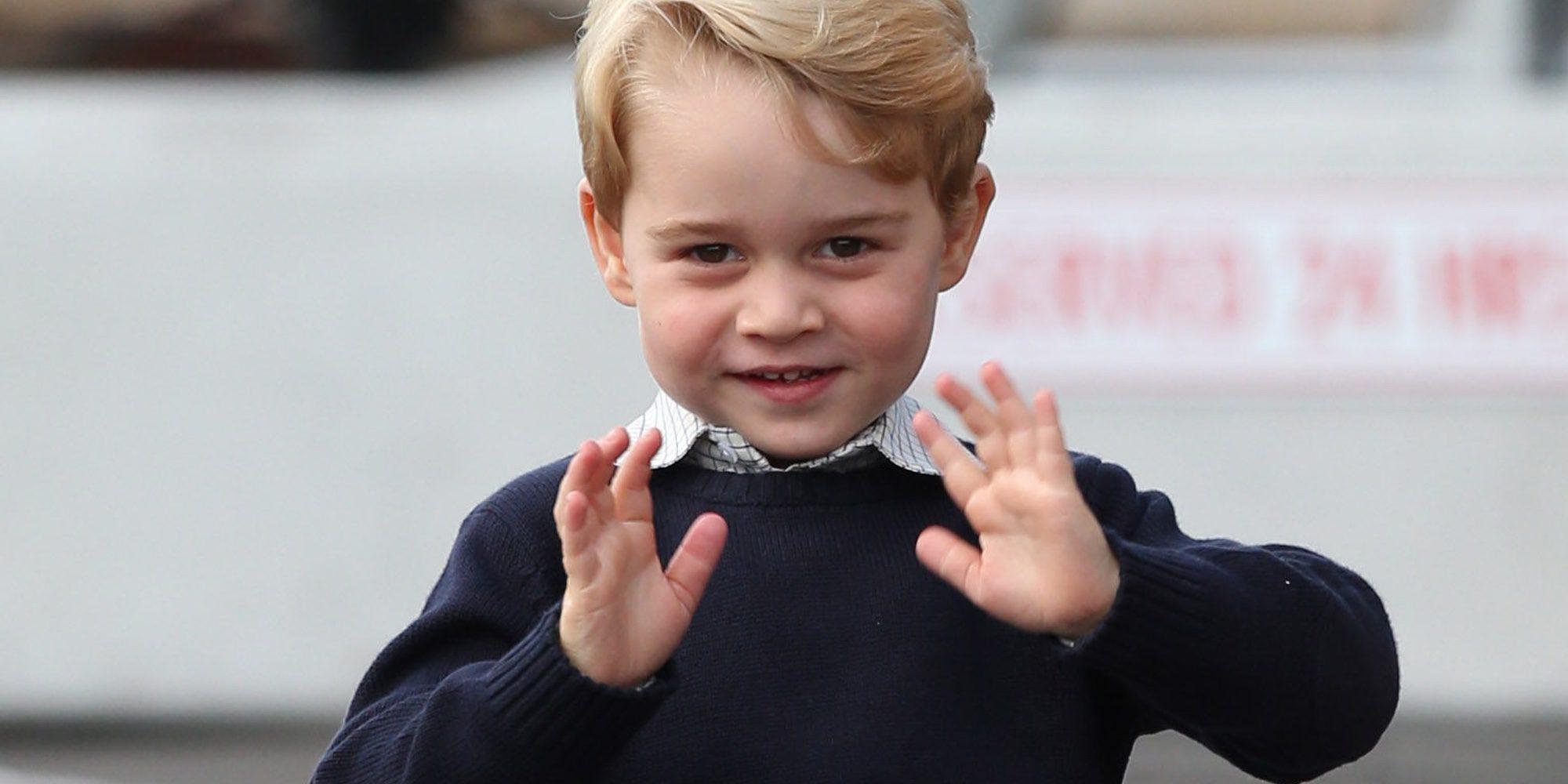 El Príncipe Jorge, todo sonrisas en su posado oficial con motivo de su primer día de colegio