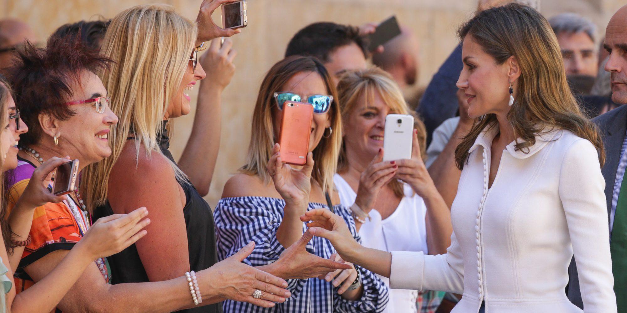El baño de masas de la Reina Letizia en Salamanca antes de cogerse el día libre para celebrar su 45 cumpleaños