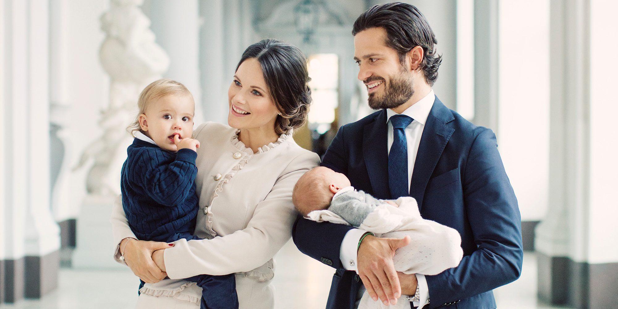 Primera foto de familia de Carlos Felipe de Suecia y Sofia Hellqvist con sus hijos Alejandro y Gabriel