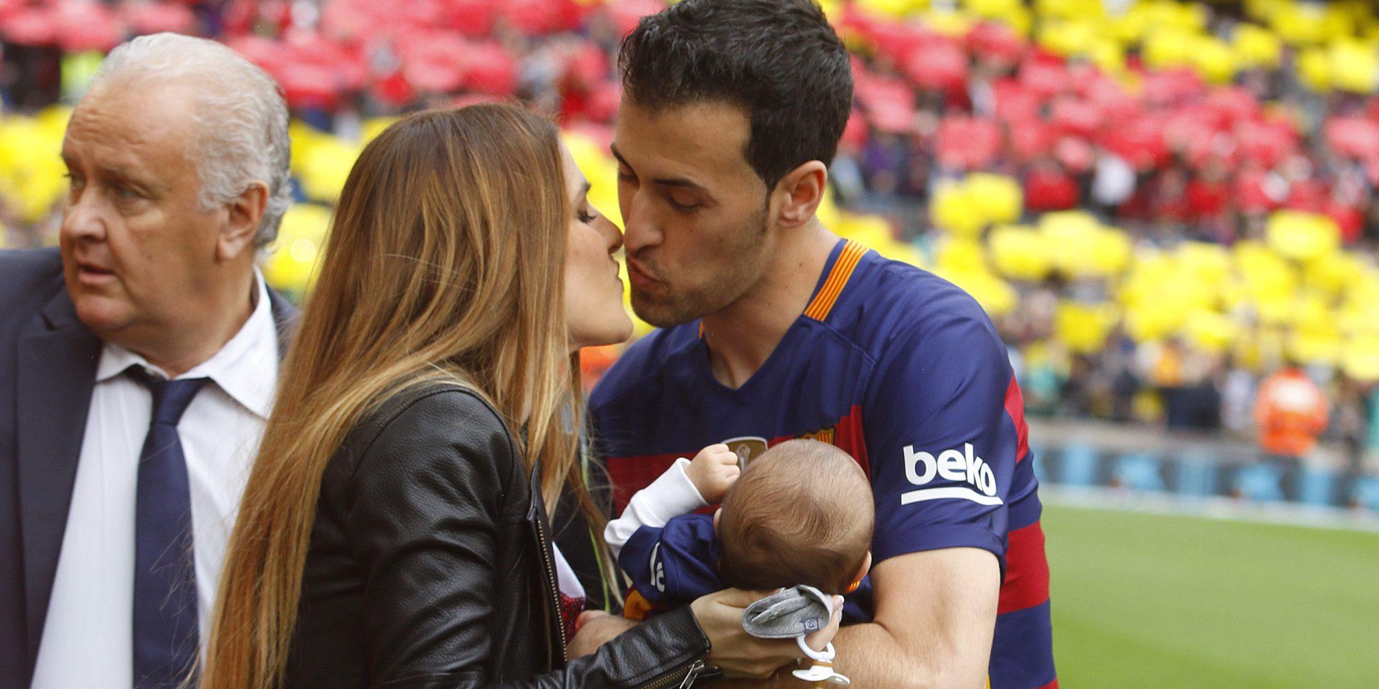 La tierna imagen de Sergio Busquets y Elena Galera con su hijo Enzo