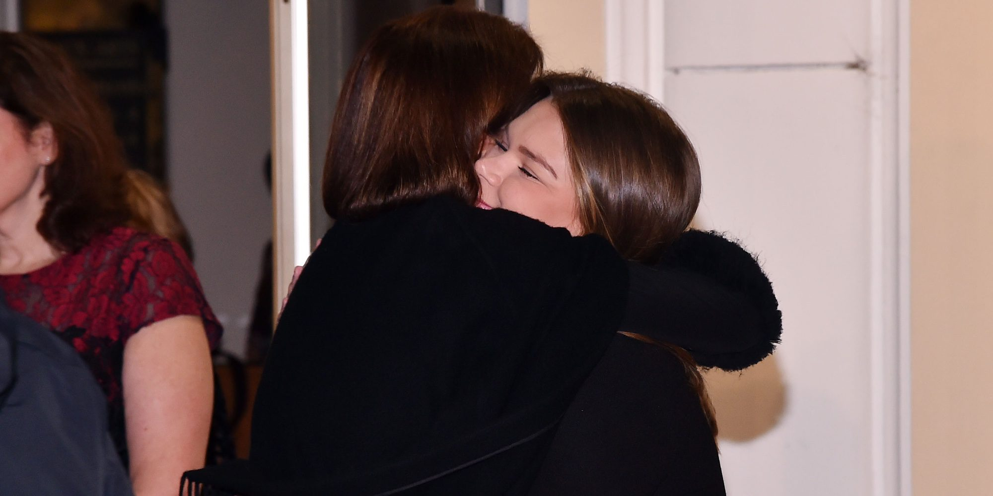 Carolina de Mónaco se deshace en un abrazo con su sobrina Camille Gottlieb en un homenaje a Grace Kelly